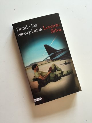 "Cover for ""Donde los escorpiones"" by Lorenzo Silva"